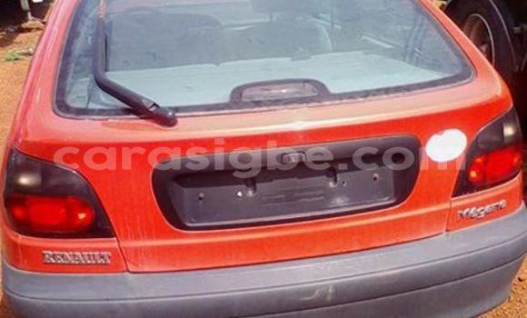 Acheter Voiture Renault Megane Rouge à Lomé en Togo