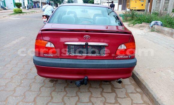 Acheter Voiture Toyota Avensis Rouge à Lomé en Togo