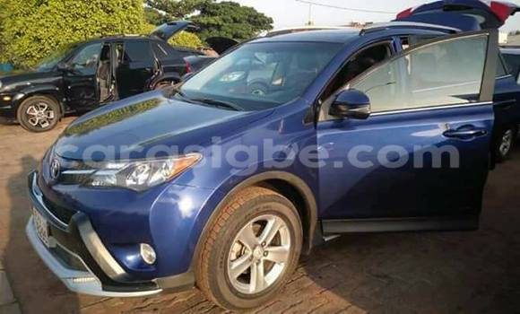 Acheter Voiture Toyota RAV4 Bleu à Lomé en Togo