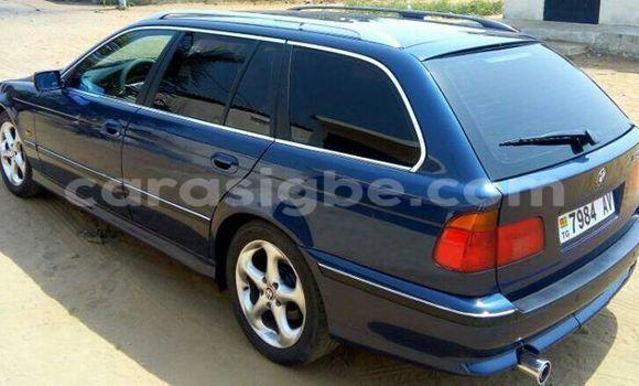 Acheter Voiture BMW 3-Series Bleu à Adawlato en Togo