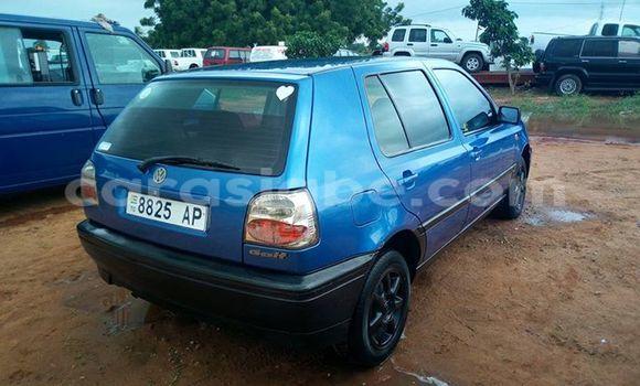 Acheter Voiture Volkswagen Golf Bleu à Adawlato en Togo